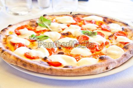 pizza in neapel