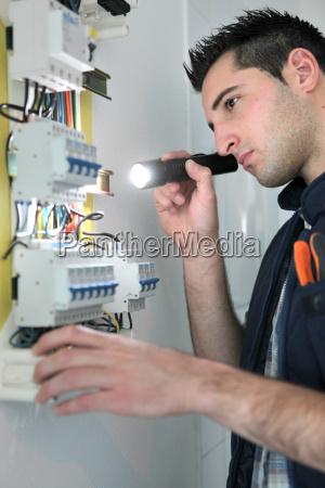 elektriker pruefung sicherungskasten