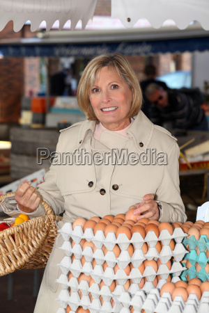 woman buying eggs at market