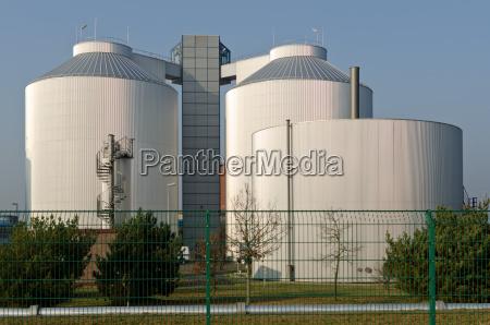 silos einer industrieanlage