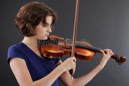 musik spiel spielen spielend spielt weiblich