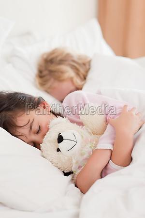 portrait der kinder schlafen