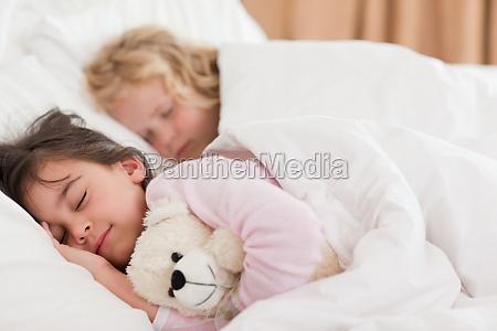 ruhig geschwister schlafen