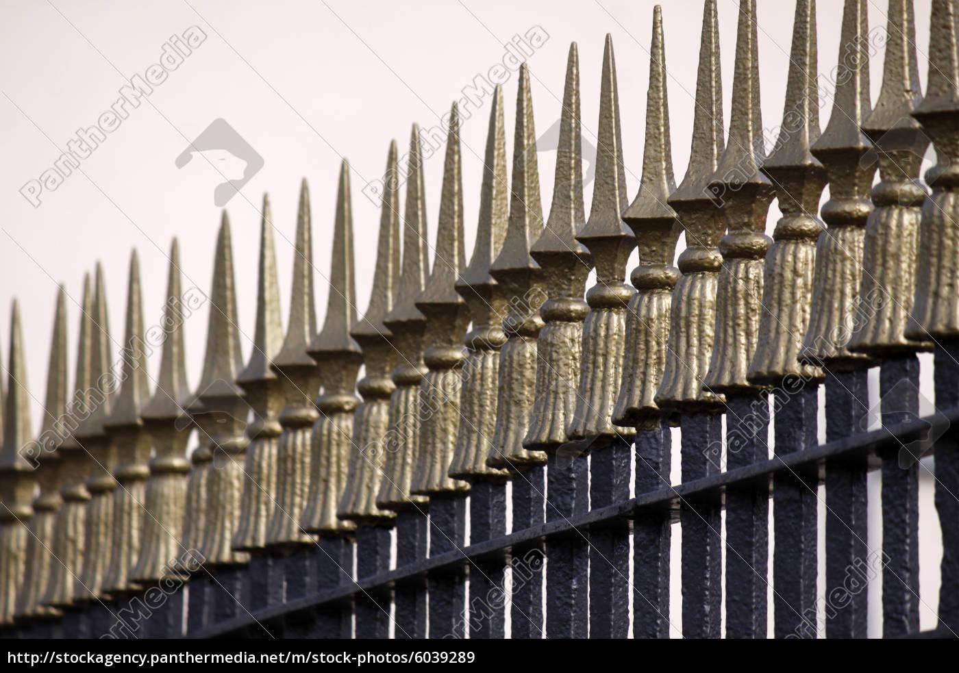 Großartig Metallzäune Bilder Dekoration Von Lizenzfreies Bild 6039289 - Metallzaun Mit Goldenen