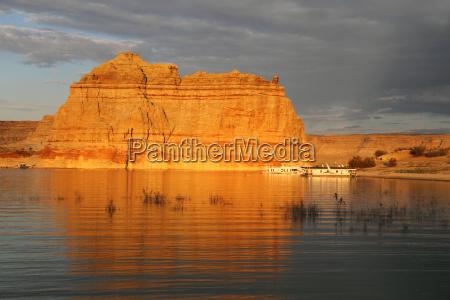 sonnenuntergang in lake powell arizona usa