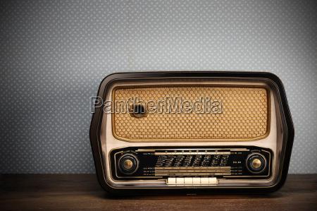 antique radio auf jahrgang hintergrund