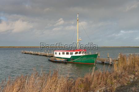 industrie fischfang kahn faere verladen trawler