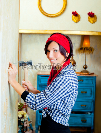 diy mode frau mit nagel und