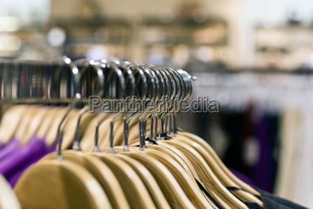 kleiderbuegel und einkaufen