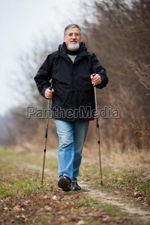 aelterer mann nordic