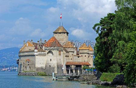 water chillon castle lake geneva