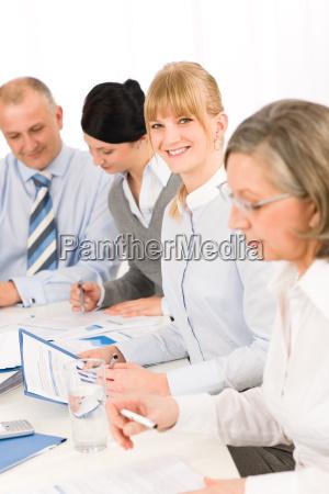 im business meeting teamarbeit im buero