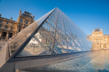 louvre pyramide schliessen