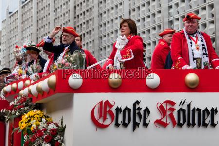 christine westermann beim koelner rosenmontagszug