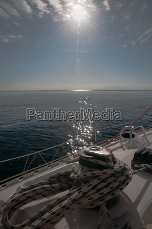 segeln gegen die sonne