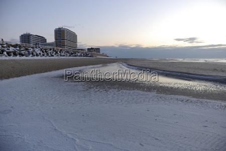 abenddaemmerung am strand von westerland auf