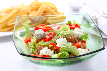 mixed vegetable salad with tuna and
