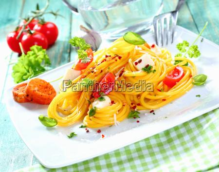frische spaghetti caprese