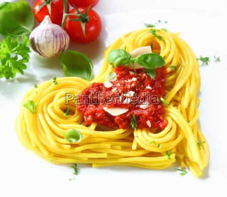 herzförmige, pasta, und, tomaten - 6495911