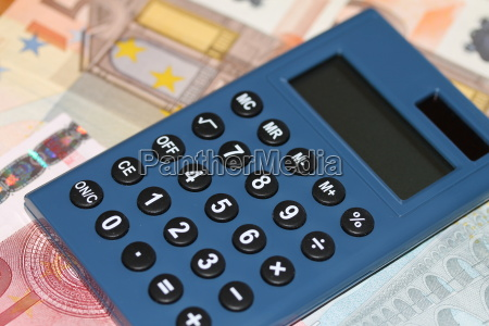 taschenrechner mit geldscheine
