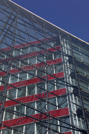 buerohaus mit glasfassade
