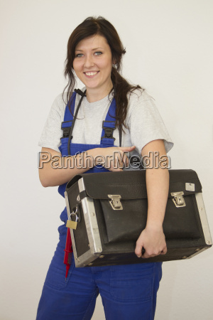 female trainees as elekriker