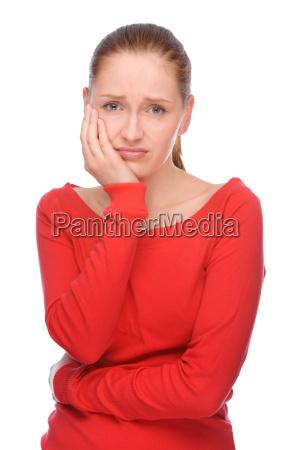 junge frau mit zahnschmerzen