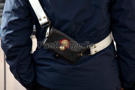 uniform polizist militaer gleichfoermig militaerisch einheitlich