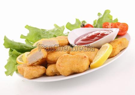 teller mit nuggets und ketchup