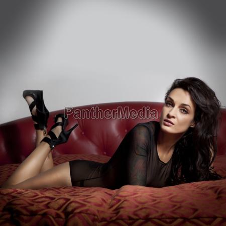 sexy glamour girl im bett