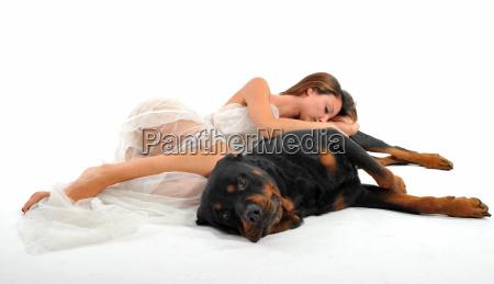 frau hund schlaf schlafen schlaeft schlafend