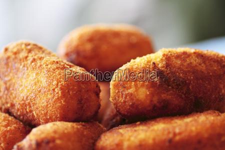 typisch spanische kueche gericht haehnchen