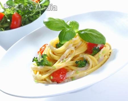 spaghetti und brokkoli