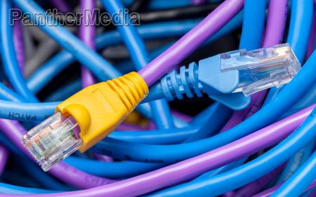 cat 5 kabel in mehreren farben