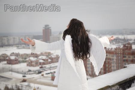 engel auf dem dach