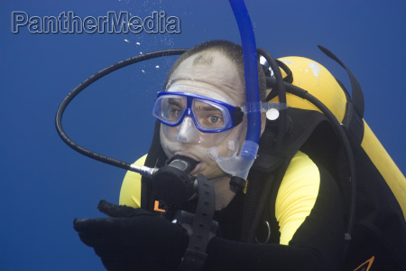 diver on safety stop