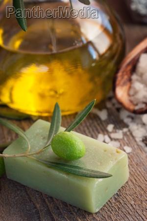 natuerliche spa einstellung mit olivenoel