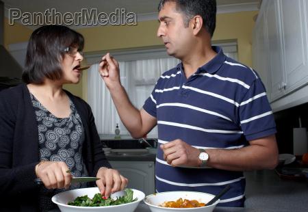 kochen kocht kochend asiatin verheiratet asiat