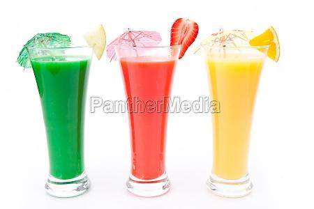 fruchtstücke, und, cocktailschirmchen, in, einer, reihe - 6906417