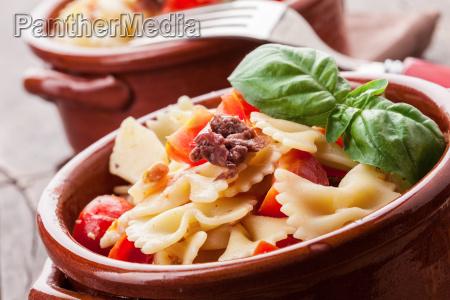 pasta mit kirschtomaten und oliven