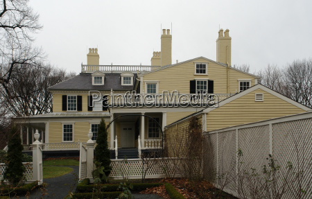 longfellow house in cloudy back