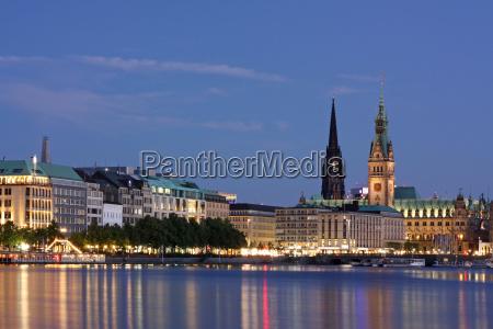 hamburg at night binnenalster with city