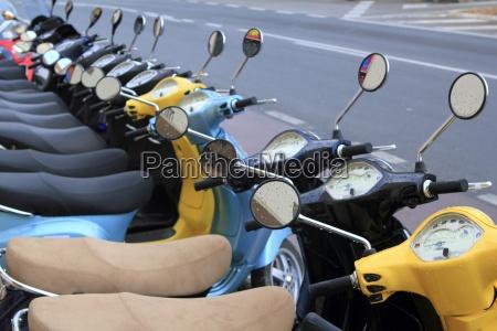 roller mototbikes rudern viele in mietgeschaeft