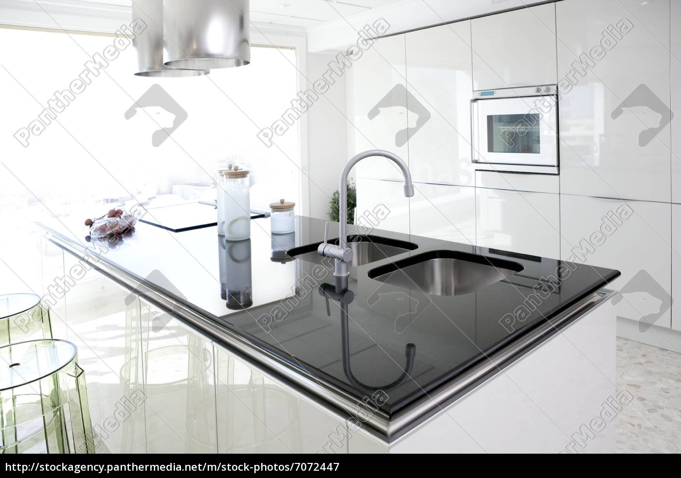 Moderne innenarchitektur küche  moderne weiße küche sauber innenarchitektur - Lizenzfreies Bild ...