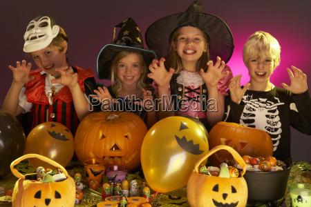 halloween party mit kindern tragen fantastische