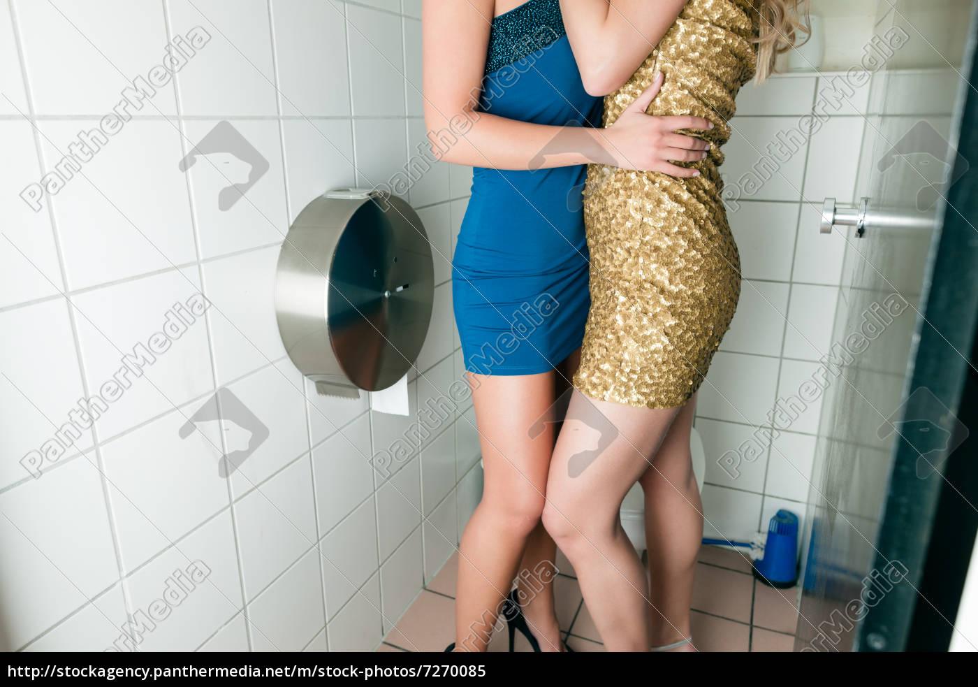 Homosexuell saugen in der Toilette