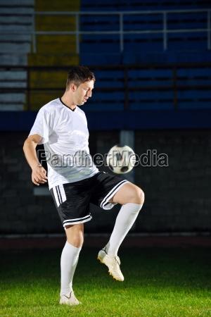 fussball spieler in aktion