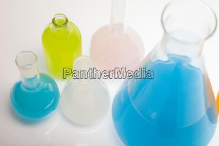 glas becher trinkgefaess kelch experiment forschung