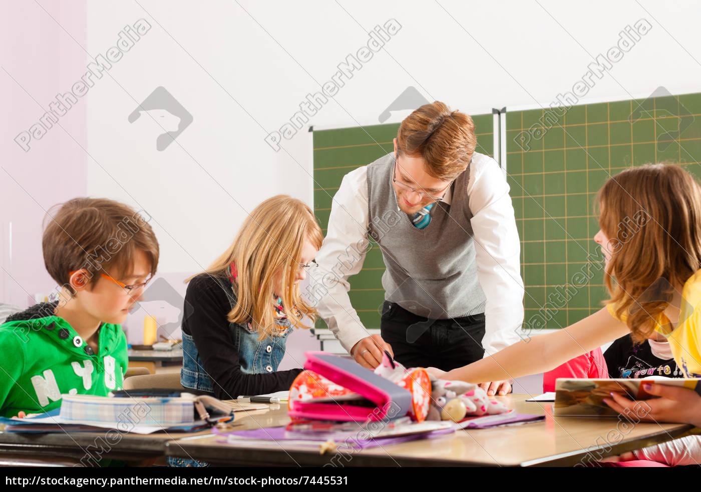 schulkinder, und, lehrer, lernen, an, der - 7445531