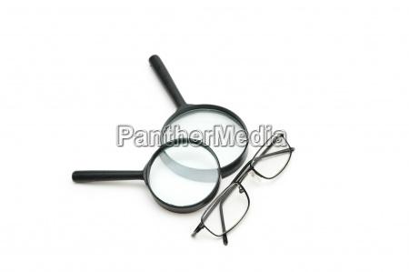 vergroessern brille und lesebrille isoliert auf